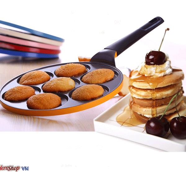Khuôn Làm Bánh Pancake 7 Lỗ Chống Dính Huỳnh Anh là loại khuôn có tráng men chống dính có tay cầm tiện lợi giúp bạn dễ dàng chế biến các loại bánh như pancake , bánh rán ....